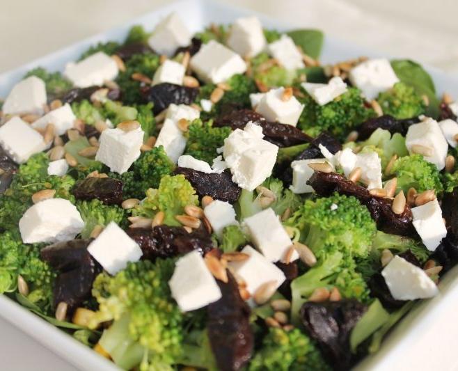 Sałatka brokułowa na zimno
