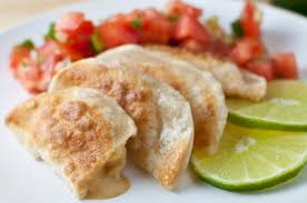 Pieczone pierogi po meksykańsku