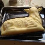 Baranek wielkanocny z ciasta drożdżowego